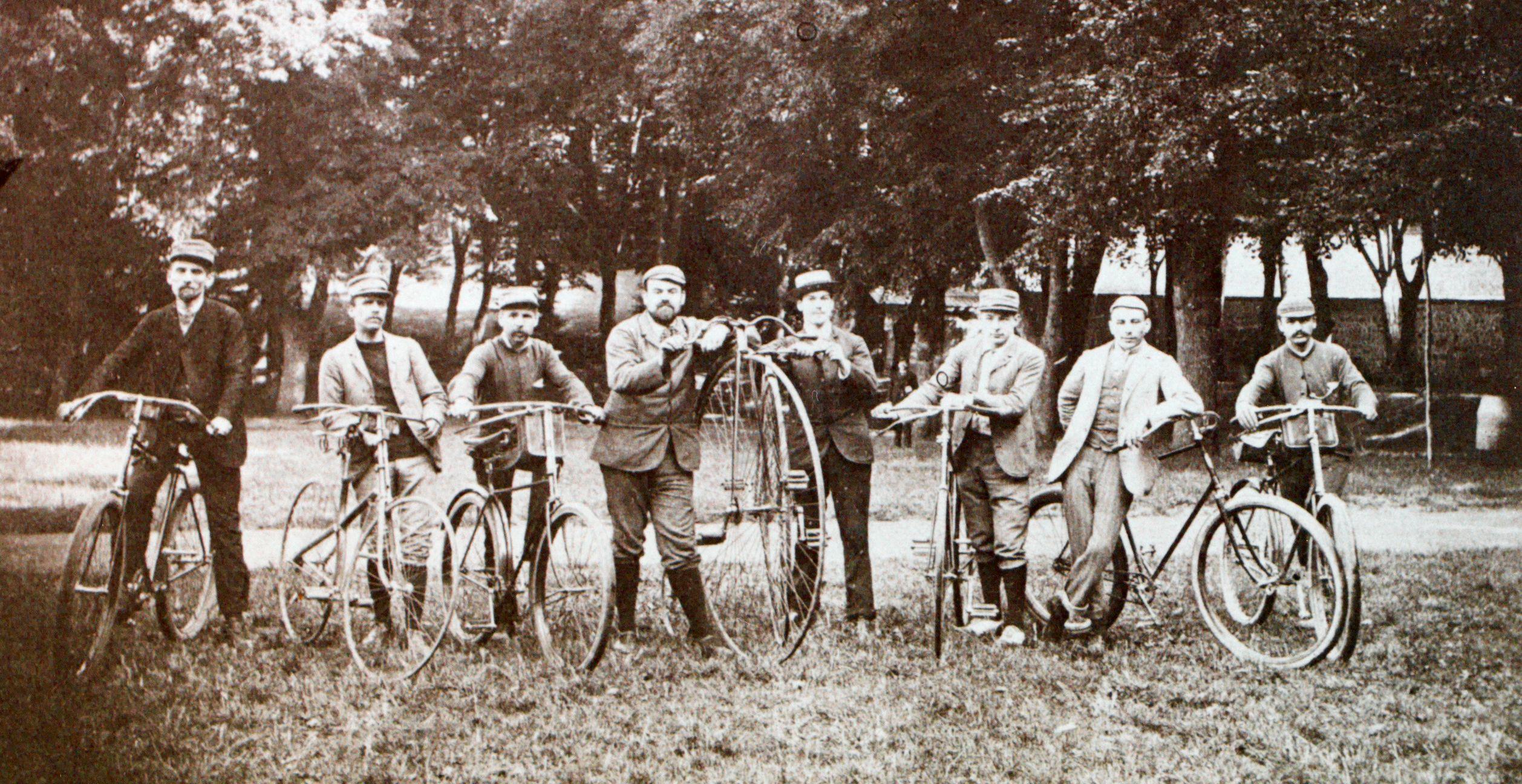 La Reine bicyclette et le Prince automobile: Les Bollée à deux roues