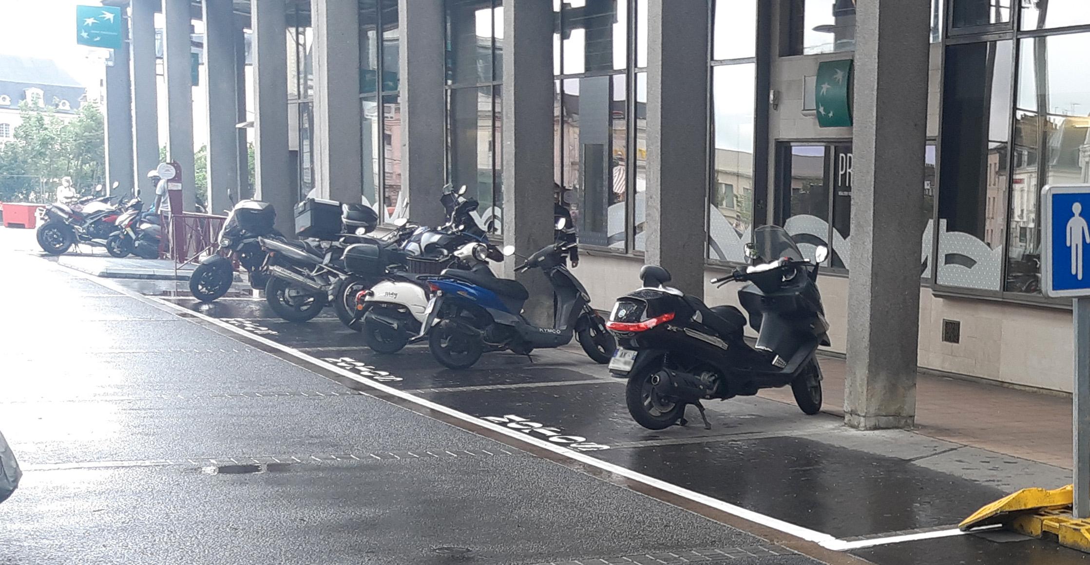Le parking créé à l'entrée de la zone piétonne